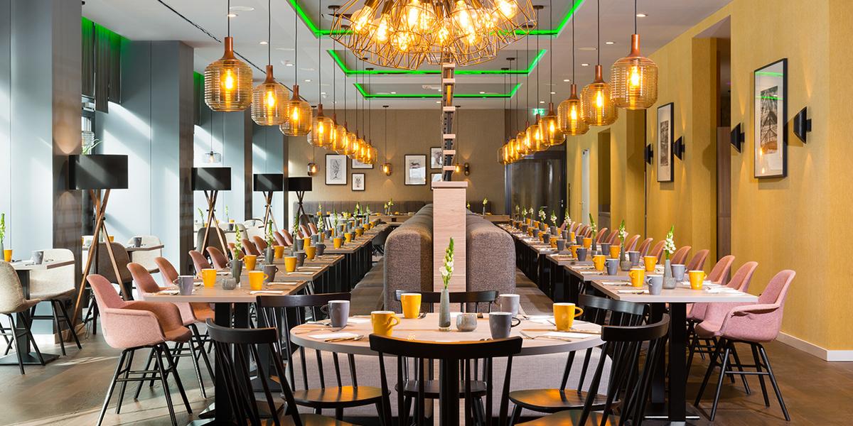 News_huge_news_huge_restaurant