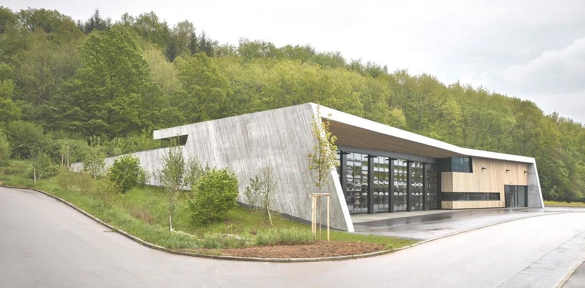 News_huge_2_dasch_z_rn___partner_pressefoto_neubau_feuerwehrhaus_wannweil_in_die_landschaft_eingebtettet