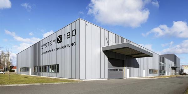 Verlegt Firmensitz nach Berlin-Adlershof