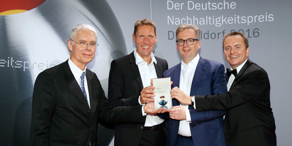 Preisverleihung Deutscher Nachhaltigkeitspreis 2016: Grohe wurde zum 3. Mal mit dem Deutschen Nachhaltigkeitspreis ausgezeichnet. Foto: © GROHE.