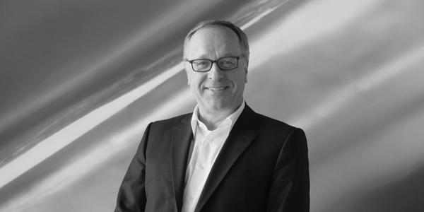 Dr. Michael Blank, langjähriger Vorstand der Walter Knoll AG & Co. KG, verstarb am 30. Dezember 2016 nach schwerer Krankheit im Alter von 68 Jahren.