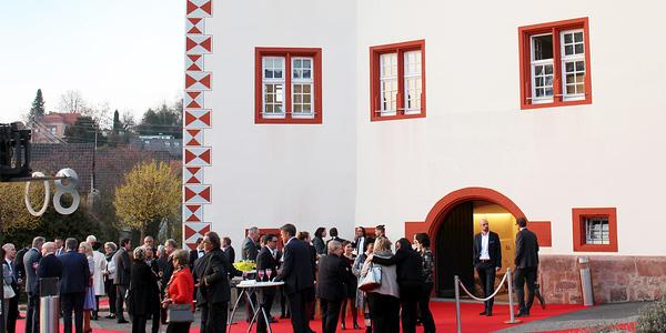 Groß gefeiert wurde das 80-jährige Jubiläum von Hiller Objektmöbel im Schmieheimer Schloss.