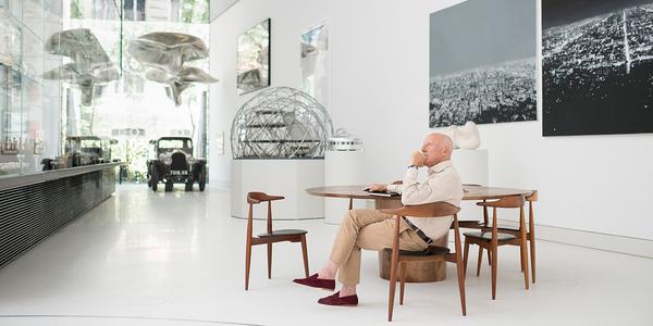 An seinem 82. Geburtstag eröffnete der Star-Architekt Norman Foster den von ihm geplanten Museums-Pavillon der Norman Foster Foundation in Madrid. Foto: Guillermo Rodríguez