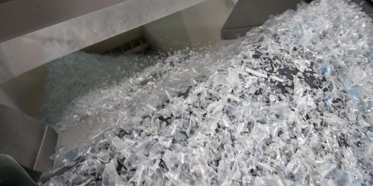 News_huge_bottle-flakes